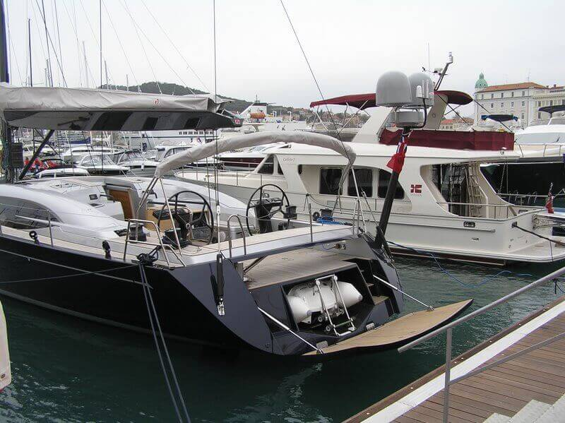 Sailing boat hydraulic system for inflatable boat platform